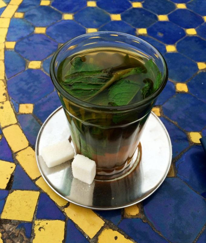 Copo de chá de menta de Marrakech.