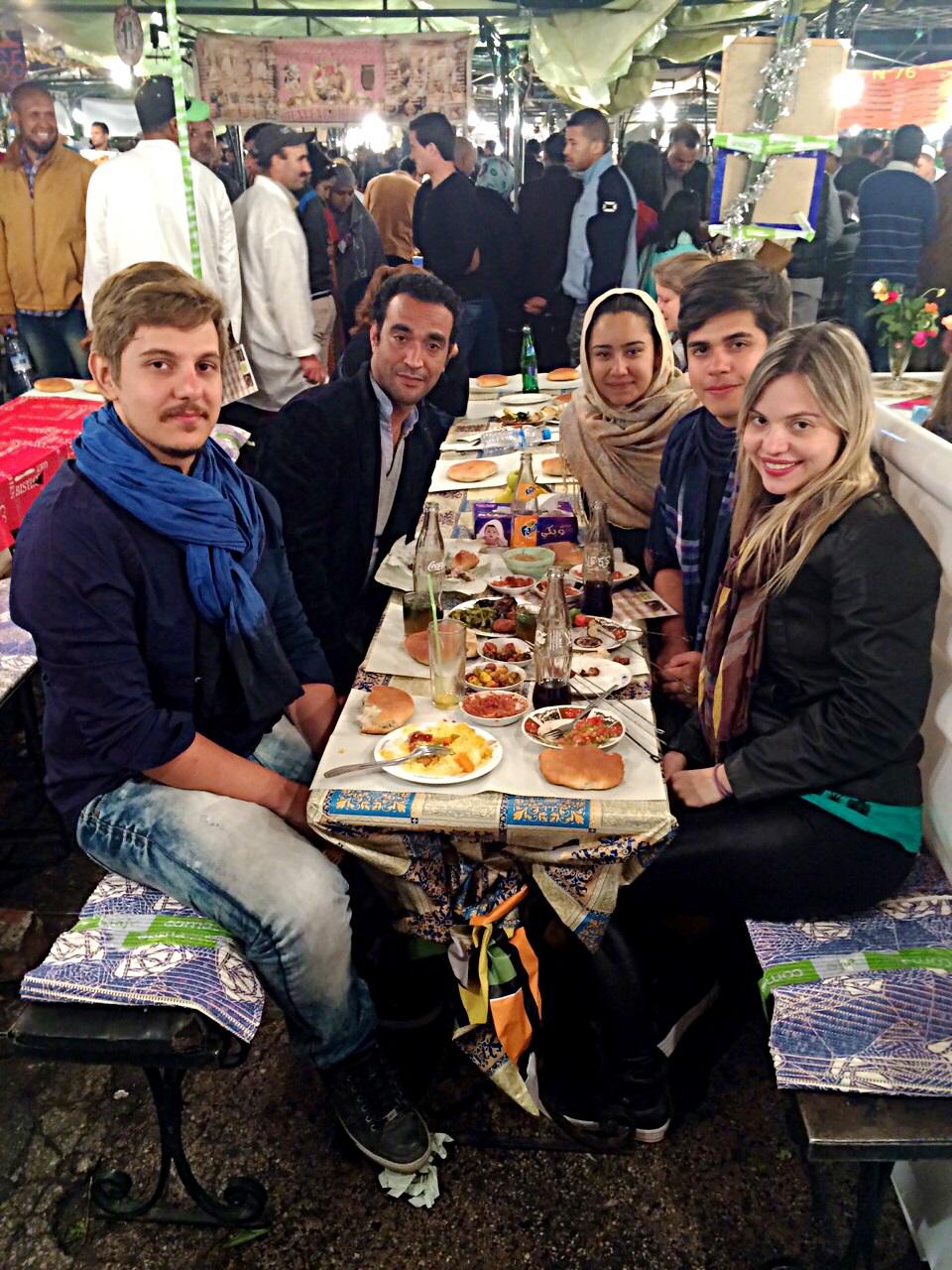 Jantamos na praça Jemaa El Fna em Marrakech