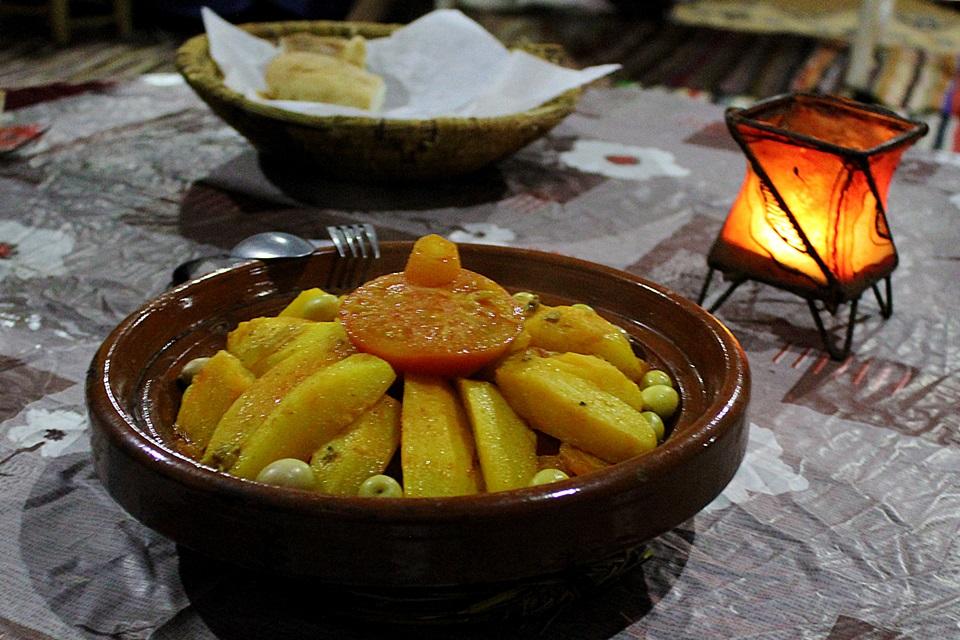 Tajine e cuscuz marroquino