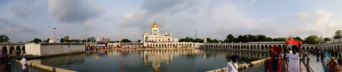 1200px-Bangla_Sahib_Gurdwara_Panorama