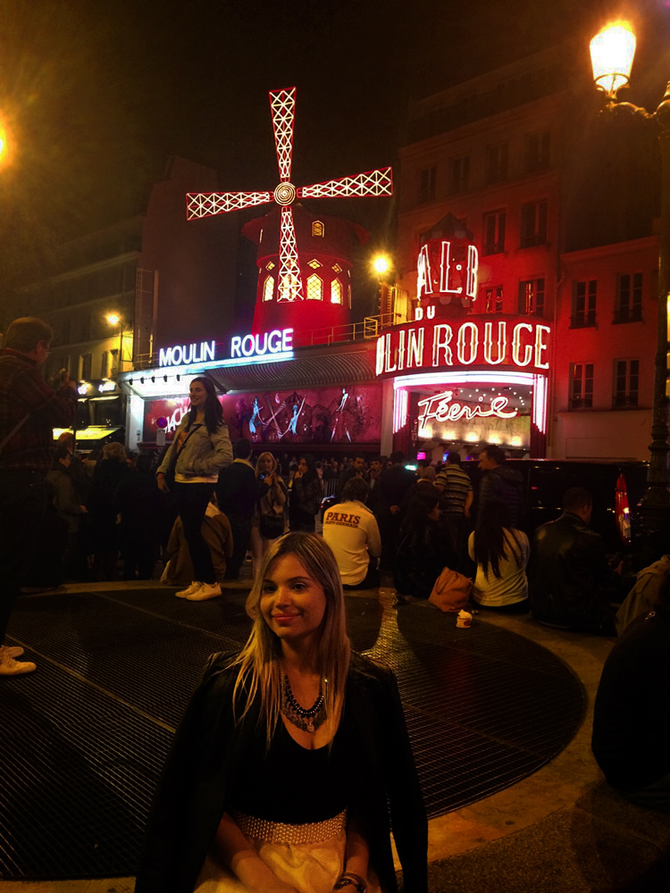 O famoso Moulin Rouge.