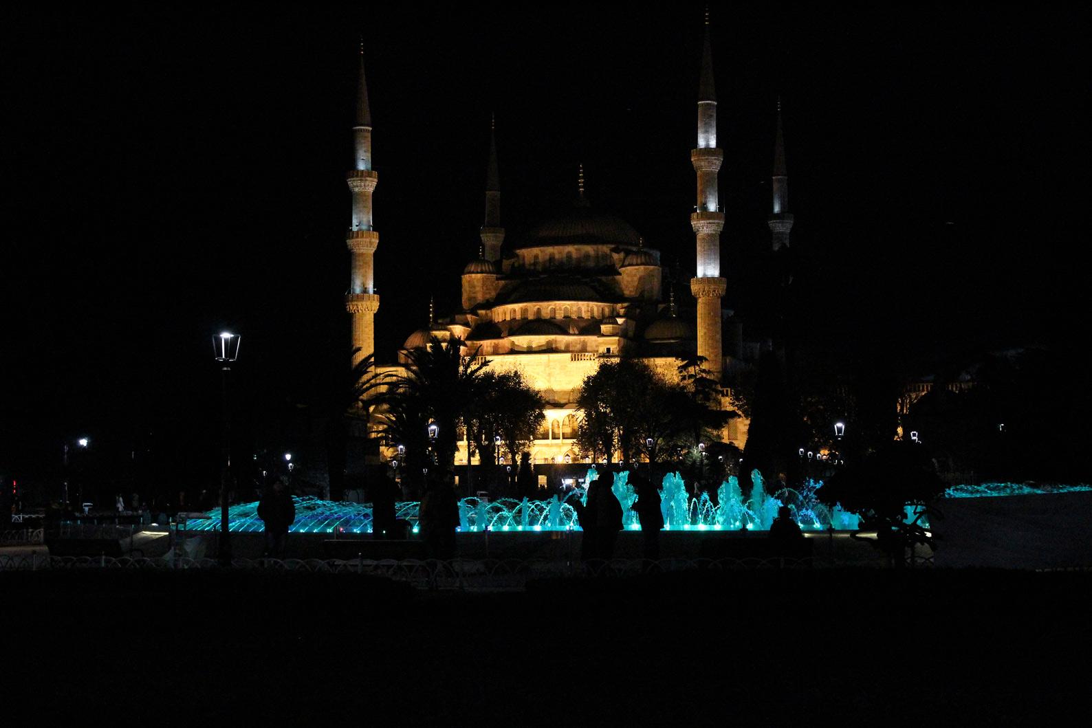 turquia_istambul_noite_basilica_santa_sofia_iluminada