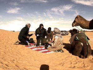 Negociando umas lembrancinhas do deserto, rs.