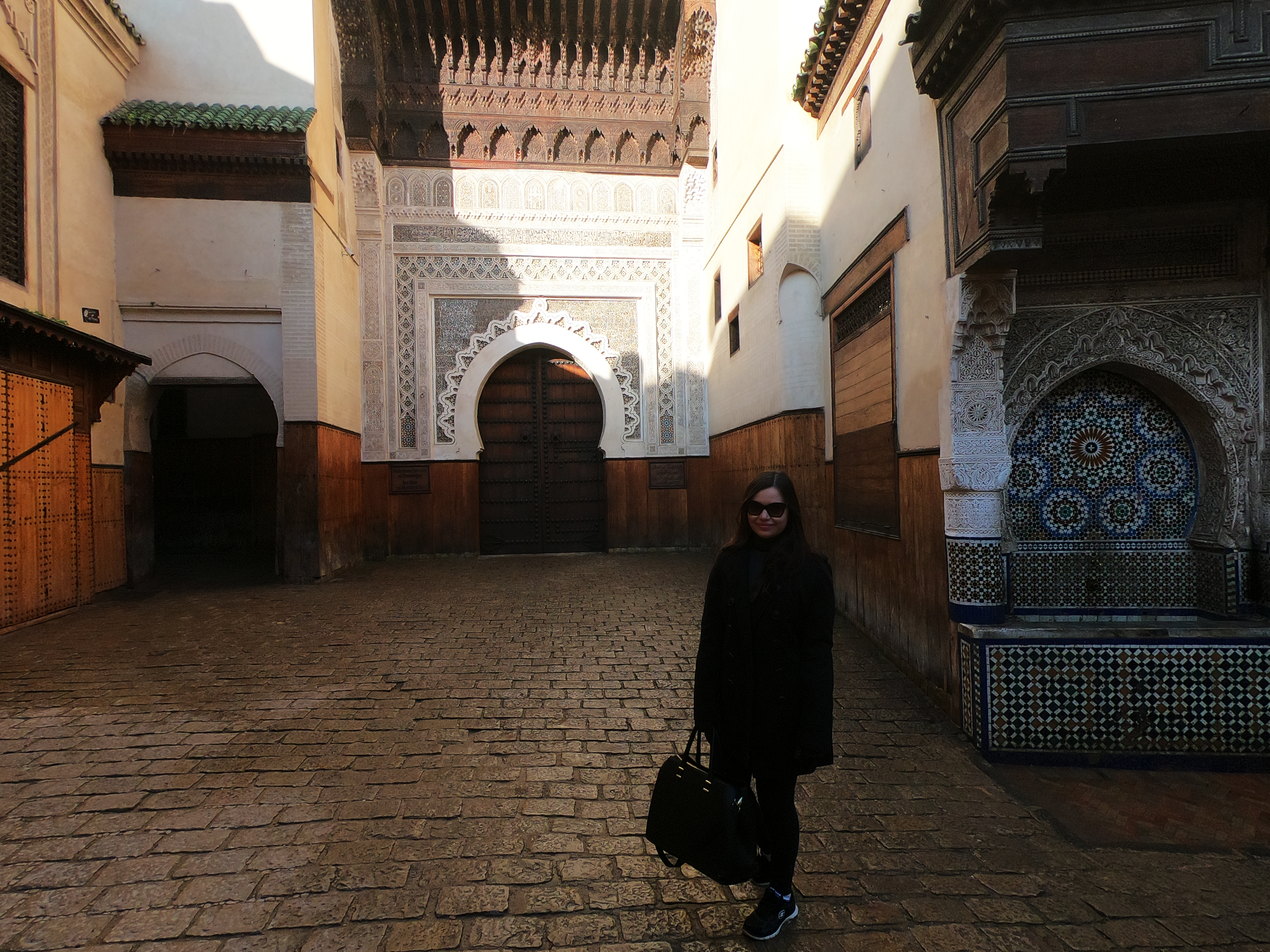 nao-e-caro-viajar-medina-fes-marrocos-vazia.png