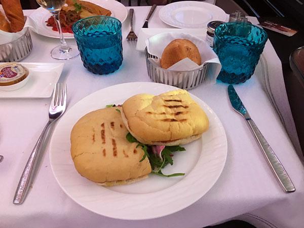 Café da manhã no A380-300 primeira Classe Qatar Airways