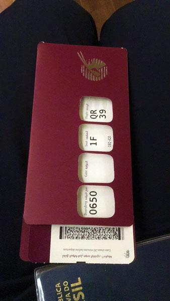 Cartão de embarque primeira classe Qatar Airways