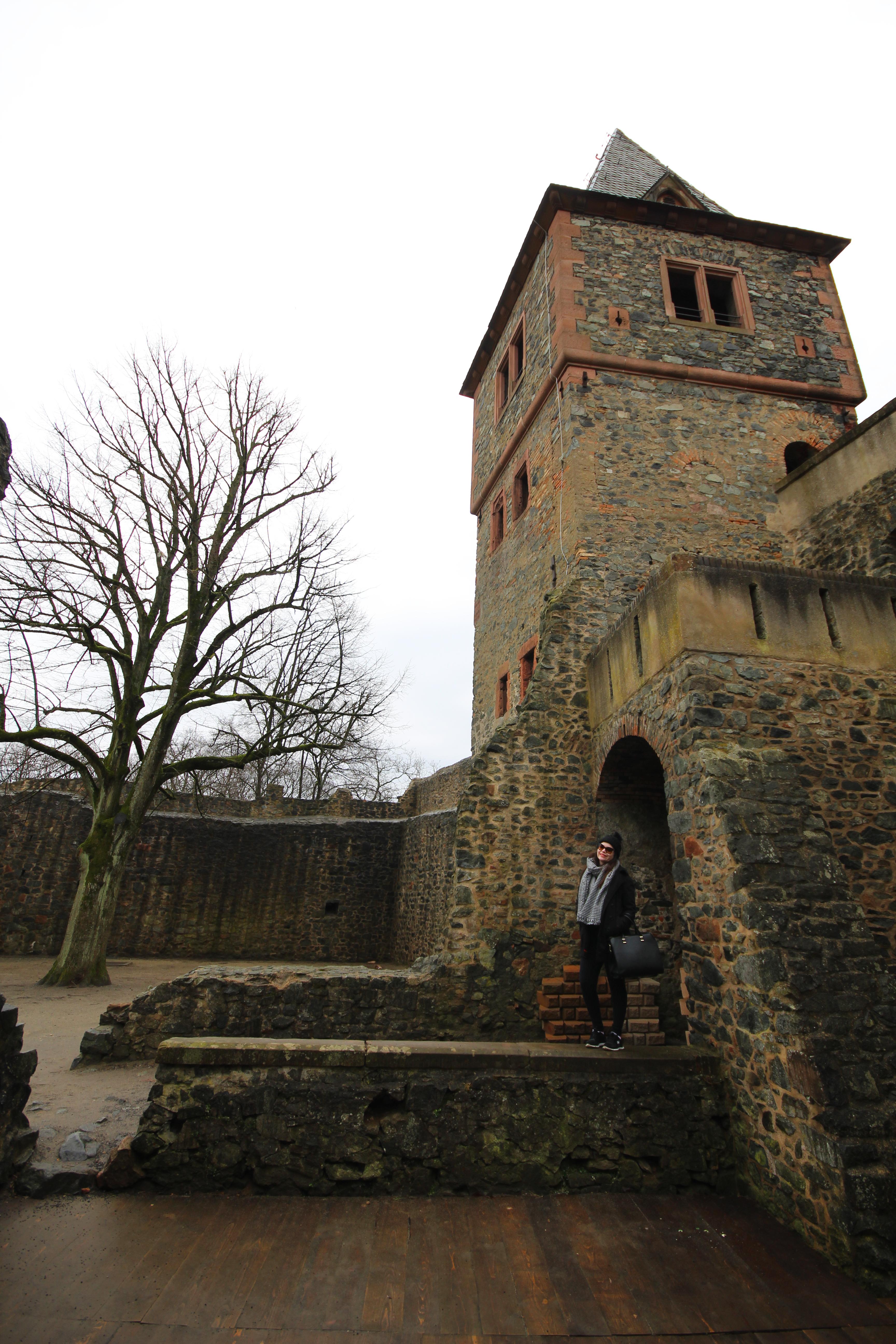 nao-e-caro-viajar-castelo-frankenstein-alemanha-3