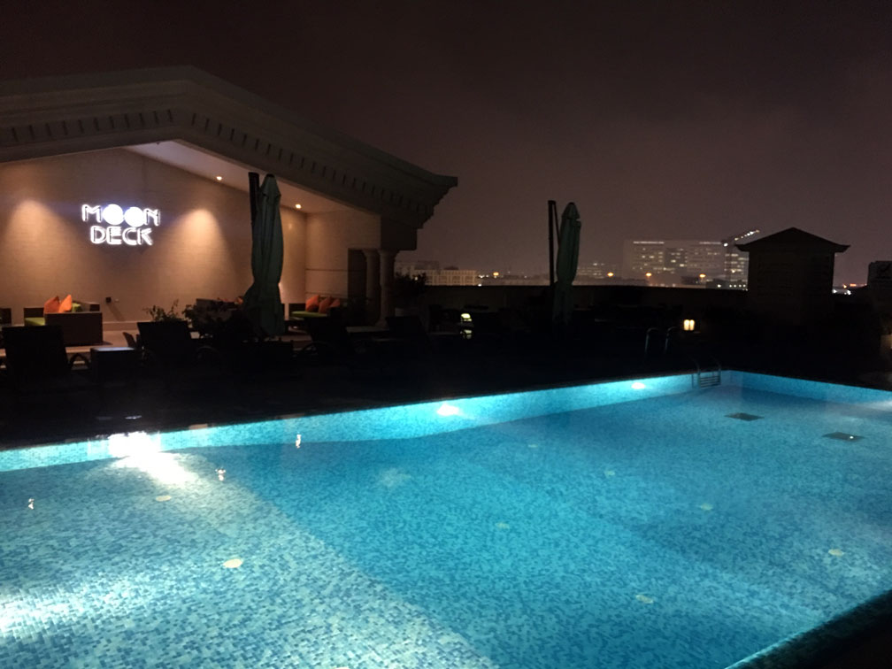 Piscina Warwick Doha Hotel
