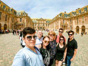 Família no Palácio de Versalhes