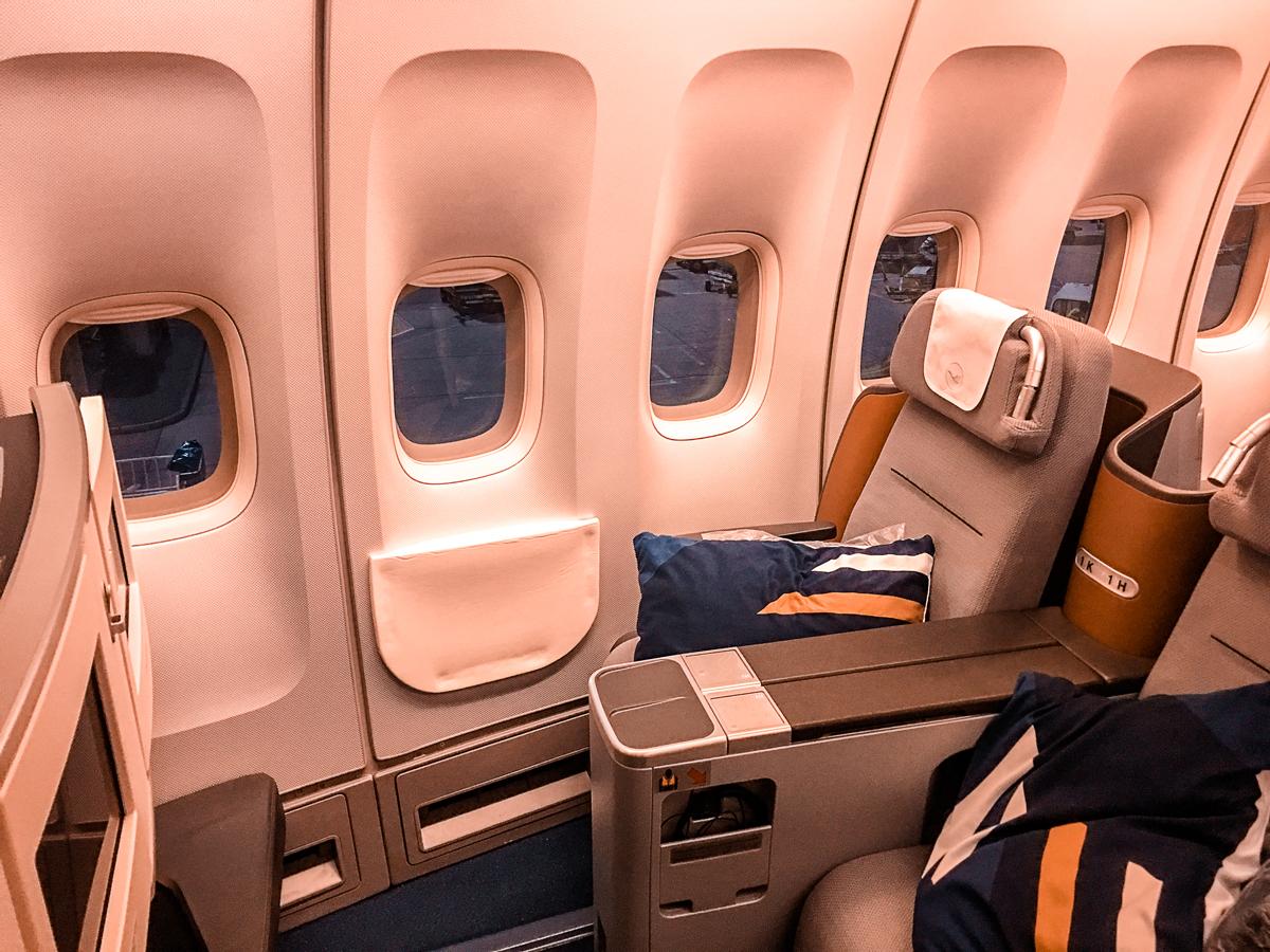Como é voar na classe executiva da Lufthansa no B747-400 – Frankfurt para Teerã
