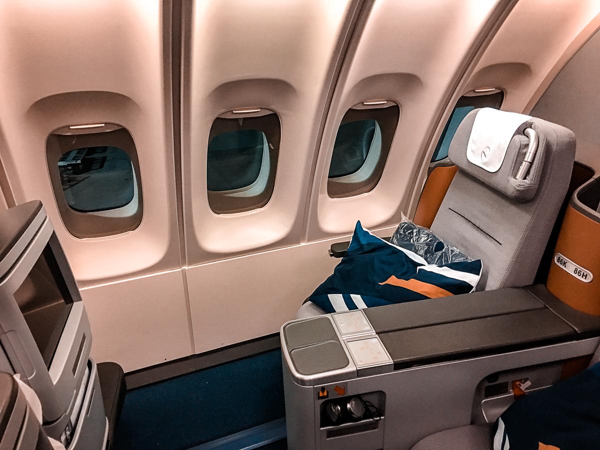 Como é voar na classe executiva da Lufthansa no B747-400 – Rio de Janeiro para Frankfurt