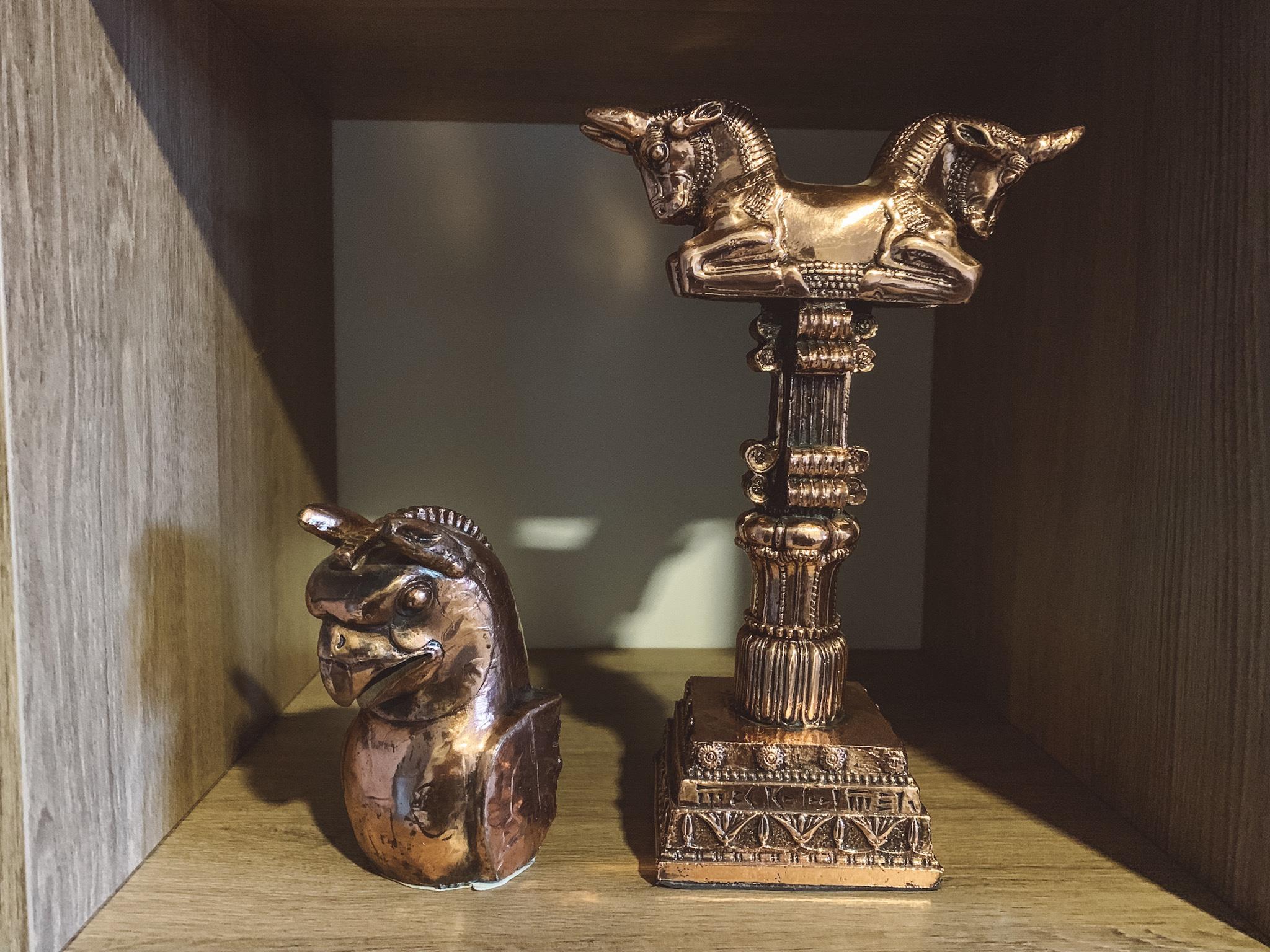 O que comprar no Irã: Ave 3 dólares e Coluna do palácio de Persépolis 7 dólares