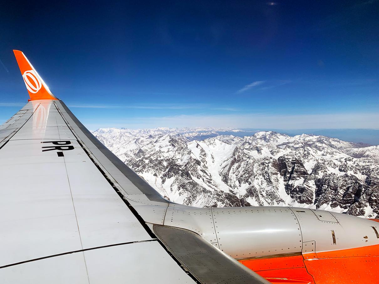 Como é voar na classe econômica da GOL no avião 737-800 de Guarulhos para Santiago