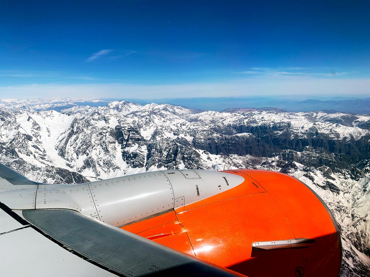 Vista da janela do avião: Classe econômica da GOL - 737-800 de Guarulhos para Santiago