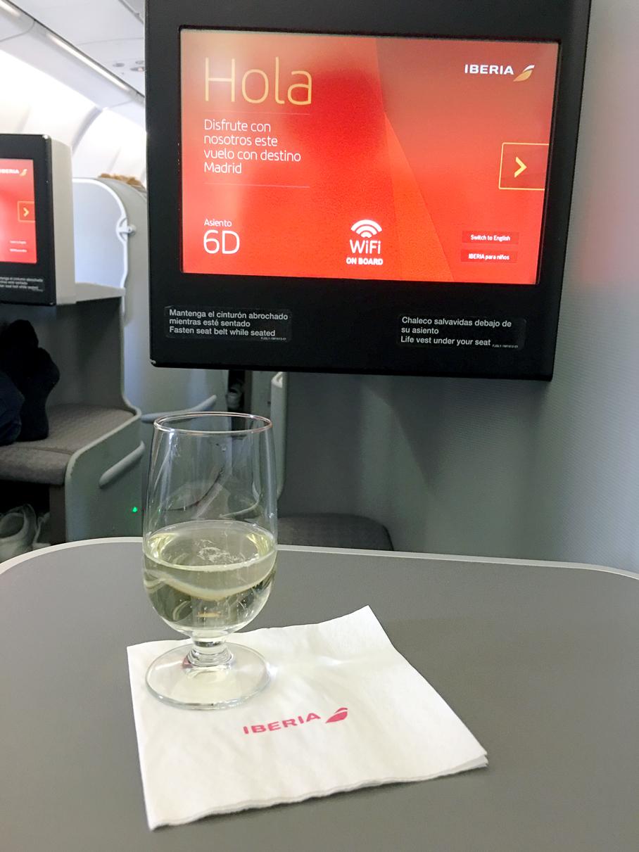 Bebida de boas vindas: Classe executiva do A330-300 da Iberia de Guarulhos a Madri