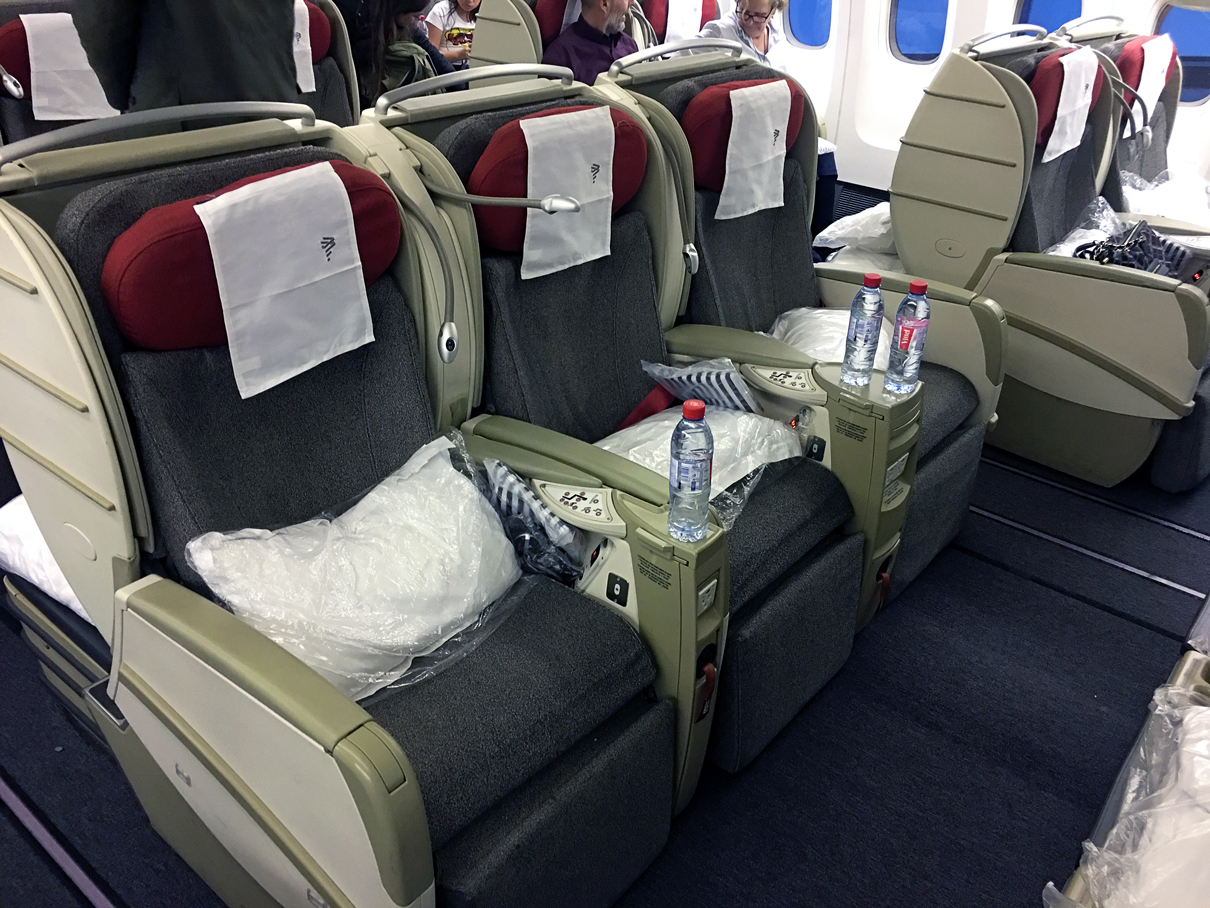 Como é voar na classe executiva da Latam Airlines no 777-300 – Frankfurt para Guarulhos