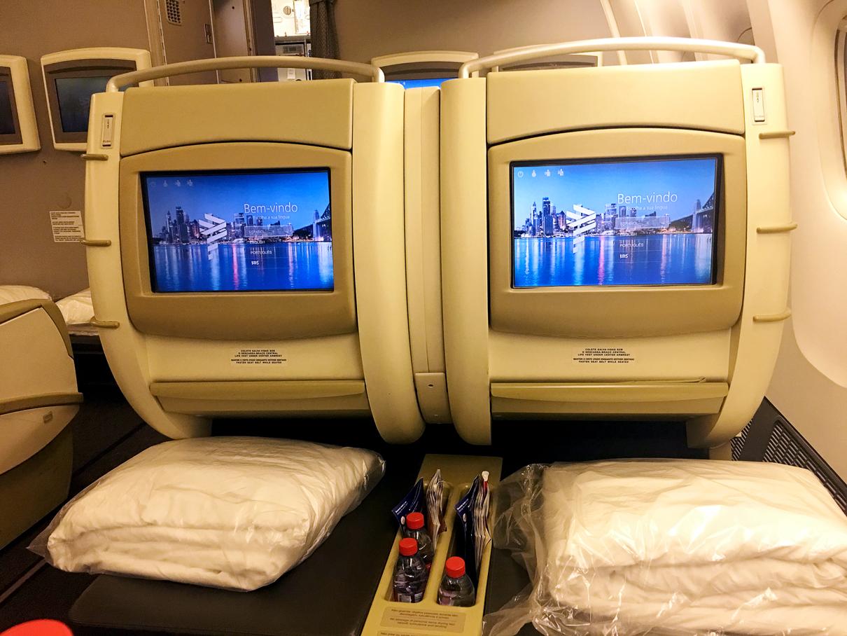 Monitor: Classe executiva do B777-300 da Latam Airlines