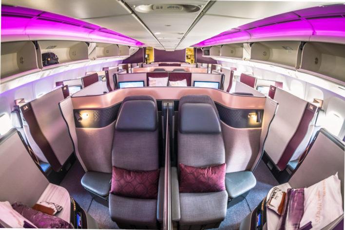 Como é voar na classe executiva da Qatar modelo Qsuite no B777- 200LR de Guarulhos para Doha
