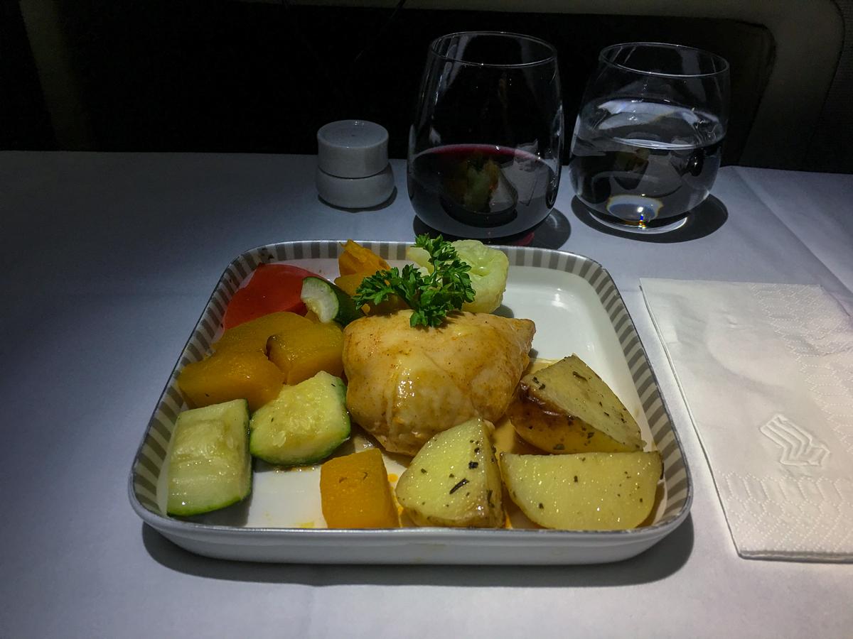 Frango com legumes: Classe executiva Singapore Airlines A380-800